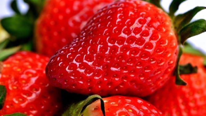 美味しそうなイチゴの画像
