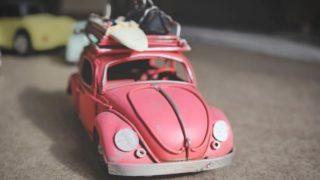 ピンクの車の模型の画像