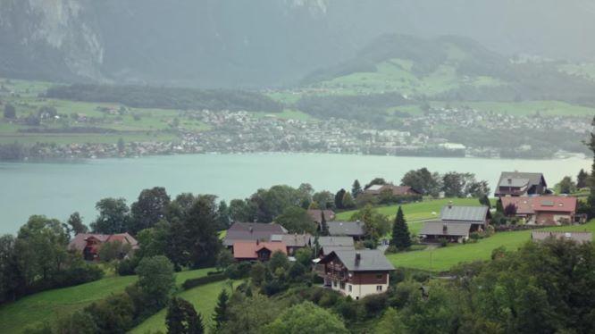 スイスのジークリスヴィルパノラマ橋から見た景色