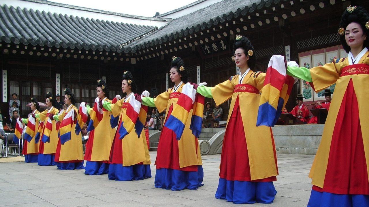 韓服を着たキレイな女性たち